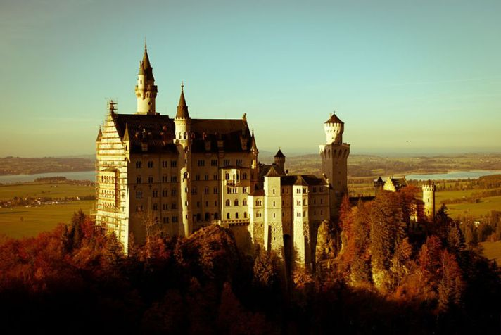 800px-Neuschwanstein_Castle,_Schwangau